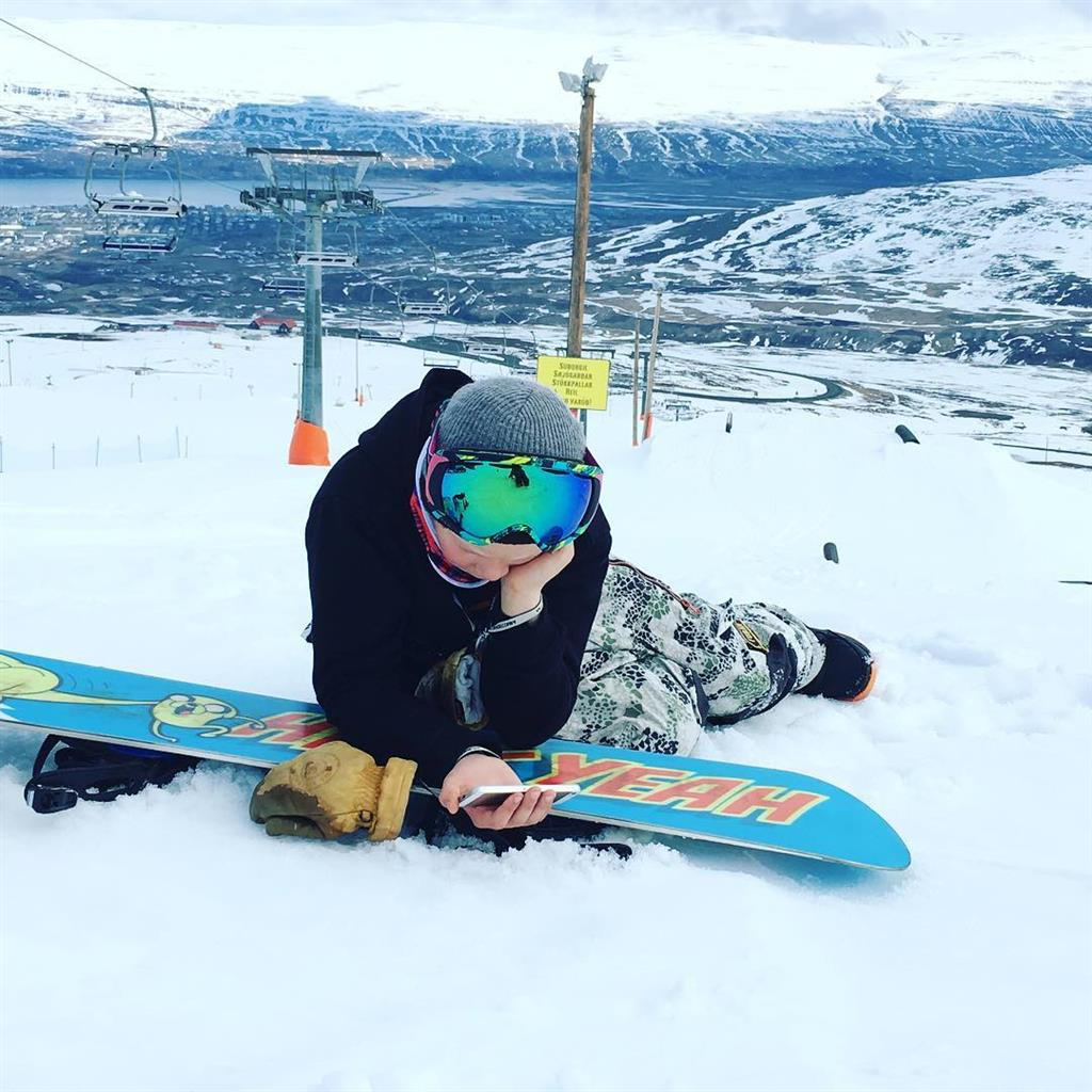 Cheking snowboard edits, new tricks
