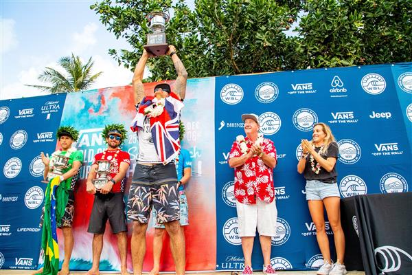 87a4e381f3 Hawaiian Ezekiel Lau Wins Vans World Cup of Surfing Ezekiel ...