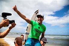 Joel Parkinson Claims Second Hawaiian Pro, Takes Lead on Vans Triple Crown of Surfing