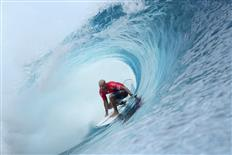 Kelly Slater rewrites history with a perfect heat at the Billabong Pro Tahiti